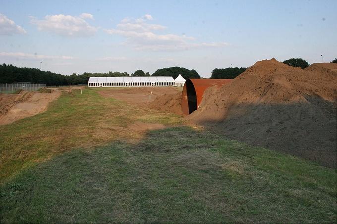 De nieuwe finishbult met tunnel in wording